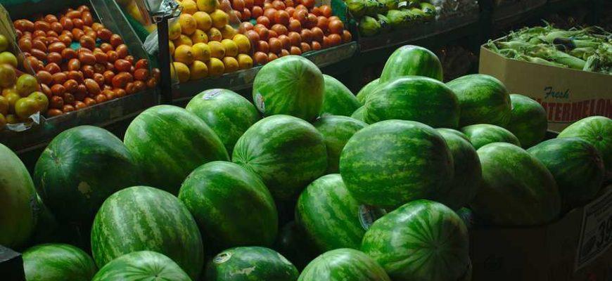 Арбузы и помидоры врачи советуют есть для улучшения проходимости сосудов